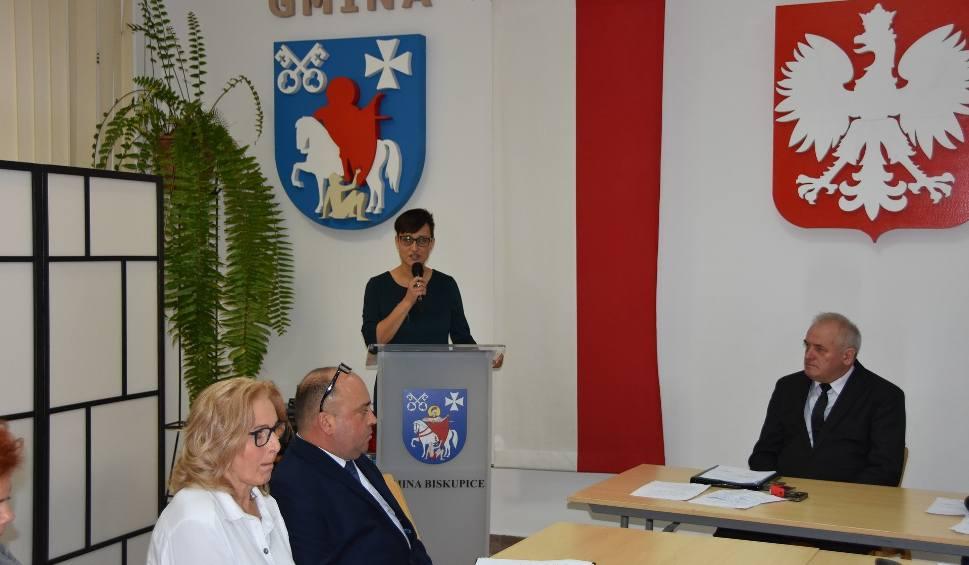 Film do artykułu: Biskupice. Nowa wójt i radni gminy złożyli ślubowanie