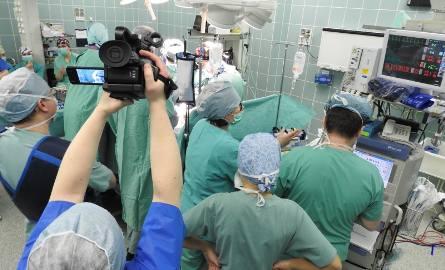 Białystok. Lekarze zoperowali kręgosłup 11-letniej dziewczynki. Pierwsi w Polsce zastosowali innowacyjną metodę [ZDJĘCIA, WIDEO]