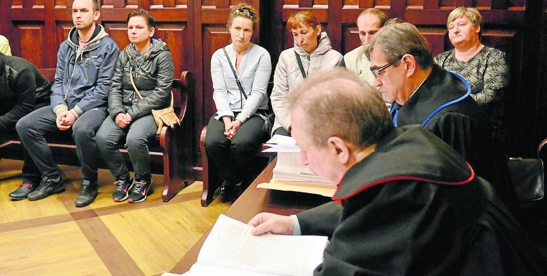 Rodzina Maćka Łukomskiego nie jest zadowolona z odroczenia sprawy. Dla bliskich ofiary czas bez rozstrzygnięcia oznacza bolesny powrót do tragedii, rozdrapywanie