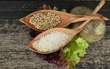 Przeciętny mieszkaniec dawnej Polski doprawiał dania za pomocą soli, pieprzu i czosnku. Czyli tak, jak to ma miejsce w dzisiejszej, znanej nam kuchni