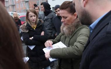 Kilkadziesiąt osób, które kupiły mieszkania w bloku przy Strobanda w Toruniu ma już dość przepychanek z deweloperem