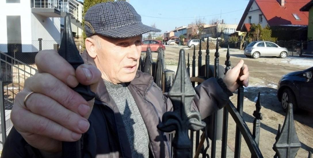 - Żeby na Kosowej to chociaż chodnik był. Bardzo go brakuje - mówi Władysław Białas. - Szybko robią się tutaj dziury. To jest piasczysta droga. Latem