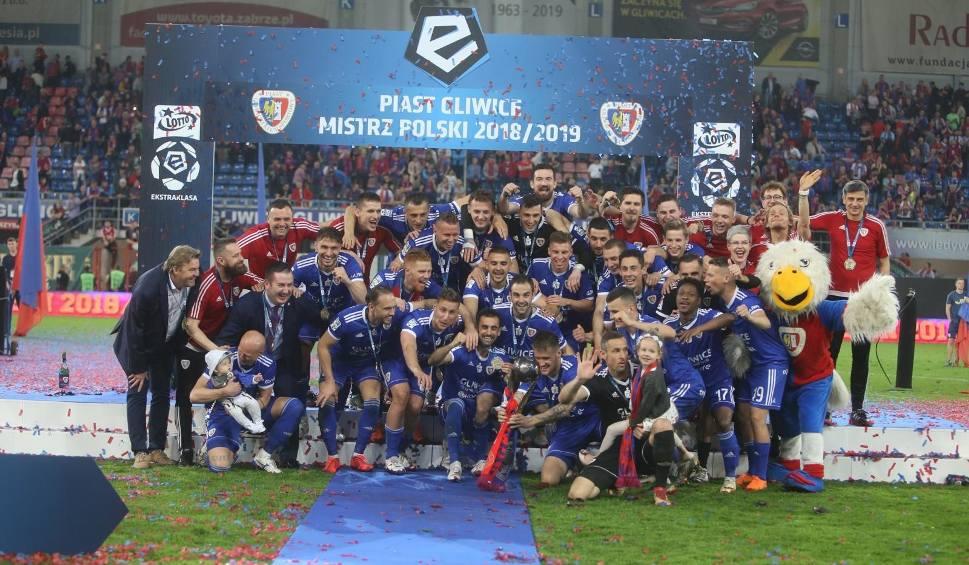 Film do artykułu: Ekstraklasa wypłaciła klubom 155 mln zł gotówki. Najwięcej dostały Piast Gliwice i Legia Warszawa