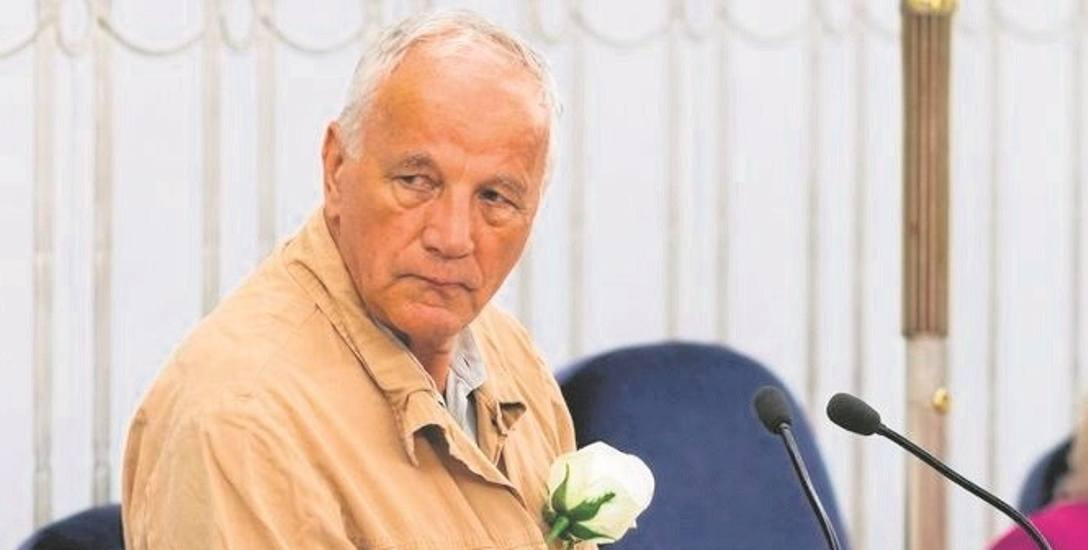 Senator Rulewski przebił się do mediów, gdy założył więzienny strój
