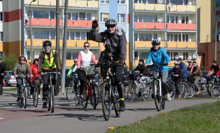 """W niedzielnym  pierwszym w tym sezonie miejskim rajdzie rowerowym wzięło udział 150 miłośników jednośladów. Pojechali """"Wschodnią krawędzią Kotliny Grudziądzkiej""""."""