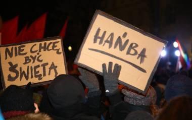 """Protest pod Sejmem. """"Miarka się przebrała"""". Około tysiąca osób protestowało przeciwko zaostrzaniu przepisów aborcyjnych [ZDJĘCIA]"""