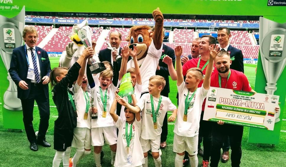 Film do artykułu: Finał turnieju z podwórka na stadion o Puchar Tymbarku. 10-latki z Beniaminka Krosno i AMO Rzeszów najlepsze w Polsce!