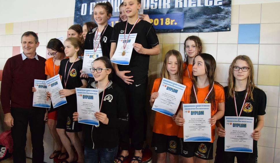 Film do artykułu: Blisko 300 pływaków i dobre wyniki na zawodach o Puchar Dyrektora MOSiR w Kielcach [dużo zdjęć]