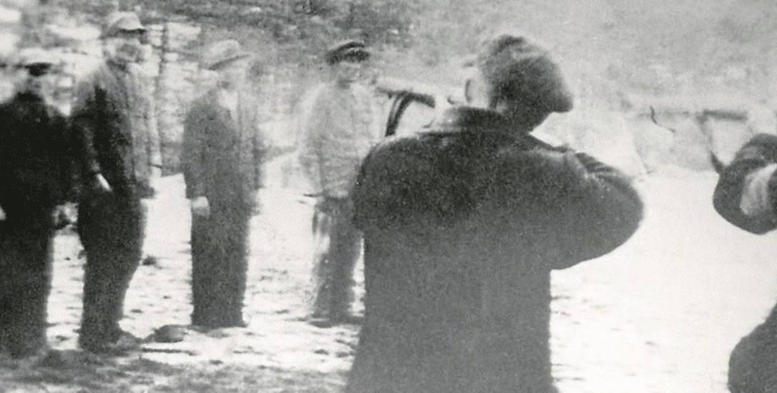 Aresztowany  we wrześniu 1939 r. przez gestapo, Karol Kopeć  razem z nauczycielami  z Gdyni i Wejherowa zginął w masowej egzekucji w lasach w Piaśnicy.