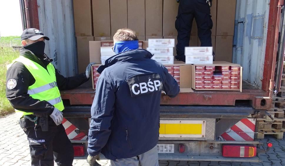 Film do artykułu: Gdańsk: Udaremniony przemyt papierosów. Do gdańskiego portu przypłynął kontener z 9 mln sztuk nielegalnego towaru