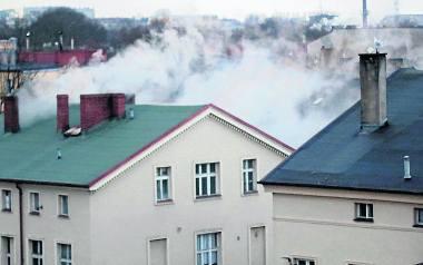 Gęsty, gryzący dym z kominów niepokoi mieszkańców okolicy