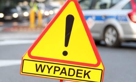 Śmiertelny wypadek na odcinku Kęszycza-Nietoperek. Citroen uderzył w drzewo. Zginęła 69-letnia kobieta