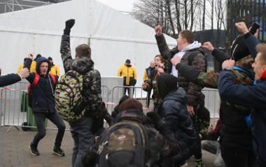 Protestujący nie tylko skandowali hasła przeciw wojewodzie. Również dobrze się przy tym bawili