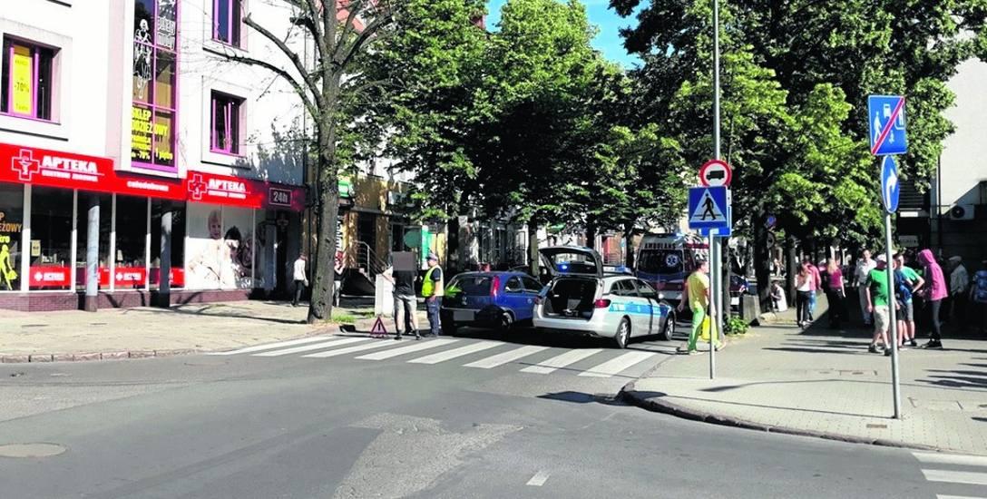 6 czerwca przechodząca przez przejście dla pieszych na ul. Piłsudskiego kobieta została potrącona przez samochód, który skręcał z ulicy Limanowskiego.