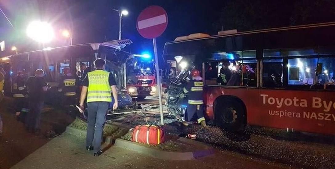 Tragedia wydarzyła się nocą z 8 na 9 czerwca na ul. Bernardyńskiej w Bydgoszczy. Zginął kierowca autobusu