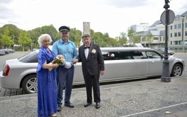 Pani Wiesława i pan Hans (dla żony Jan) wzięli ślub w sobotę