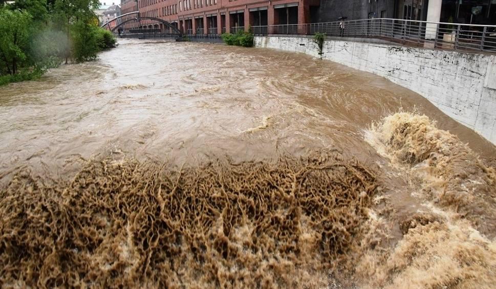 Film do artykułu: Powódź w woj. śląskim RAPORT 23.05.2019 Zalane drogi, zerwane mosty i tory kolejowe