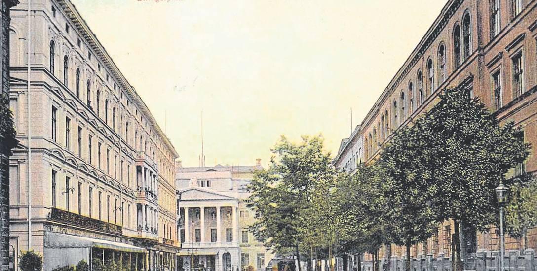 Pocztówka z 1907 roku.  Widok z placu Teatralnego [wówczas Zwingerplatz] na gmach opery