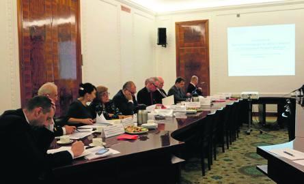 W pierwszym posiedzeniu Komitetu Sterującego uczestniczyło wielu ekspertów