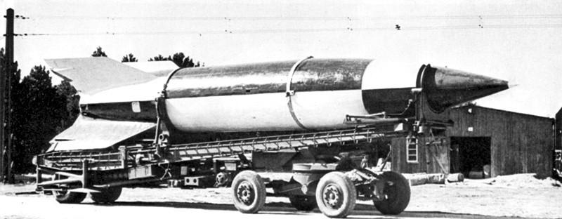 Projekt rakiety pionowego startu A4 (niem. Aggregat 4), znanej później pod wojskowym oznaczeniem V2, opracowano już w połowie lat trzydziestych przez
