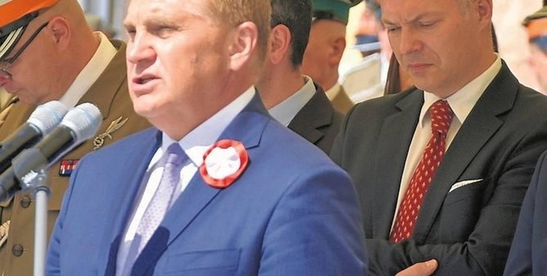 Prezydent Tadeusz Truskolaski i kandydat Zjednoczonej Prawicy Jacek Żalek podczas środowych uroczystości na Rynku Kościuszki