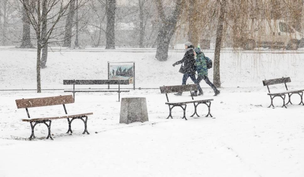 Film do artykułu: Pogoda na piątek dla Łodzi i regionu. Prognoza pogody na 18 stycznia i weekend. Ostrzeżenie przed oblodzeniem
