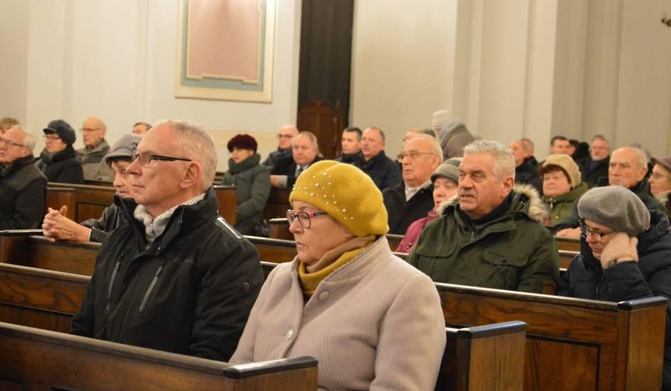 Film do artykułu: Samorządowcy z powiatu ostrowieckiego na mszy w intencji prezydenta Pawła Adamowicza [ZDJĘCIA]