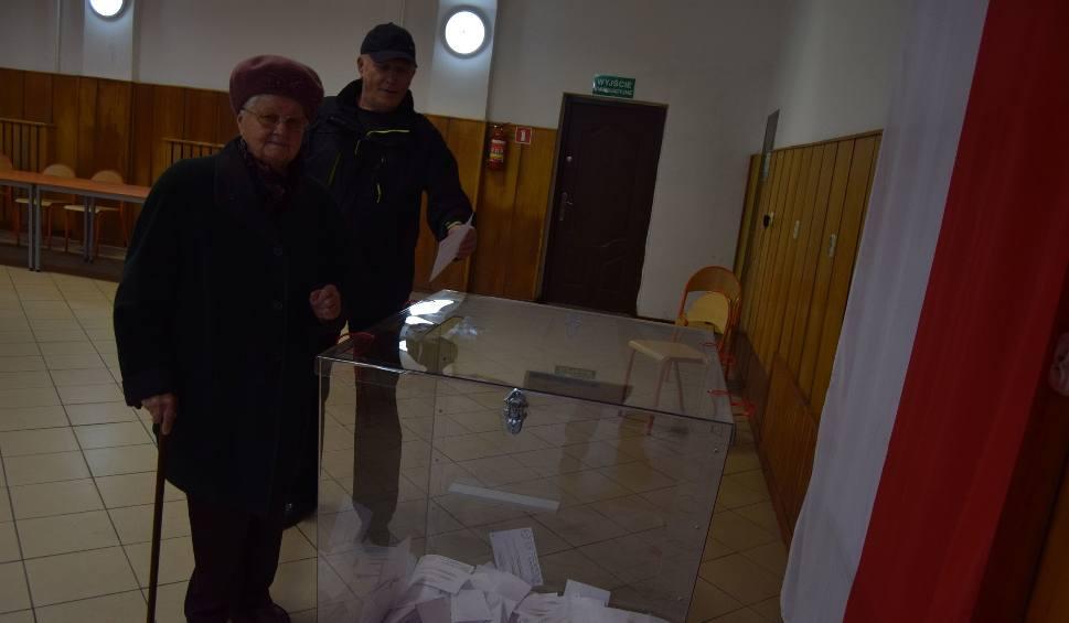 Film do artykułu: Wybory samorządowe 2018. Wysoka frekwencja wyborcza w gminie Szczecinek. A jak jest w innych gminach?