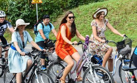 To już tradycja. Lipcowy przejazd Bydgoskiej Masy Krytycznej zakończyły wybory rowerowej miss lata. Mile widziane były szpilki i sukienki.Rowerzyści,