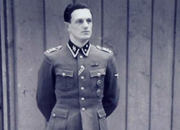 Hitlera zobaczył pierwszy raz w Berlinie podczas otwarcia olimpiady 1936 roku. Bilet na stadion był nagrodą w  konkursie strzeleckim. Wtedy jeszcze nie