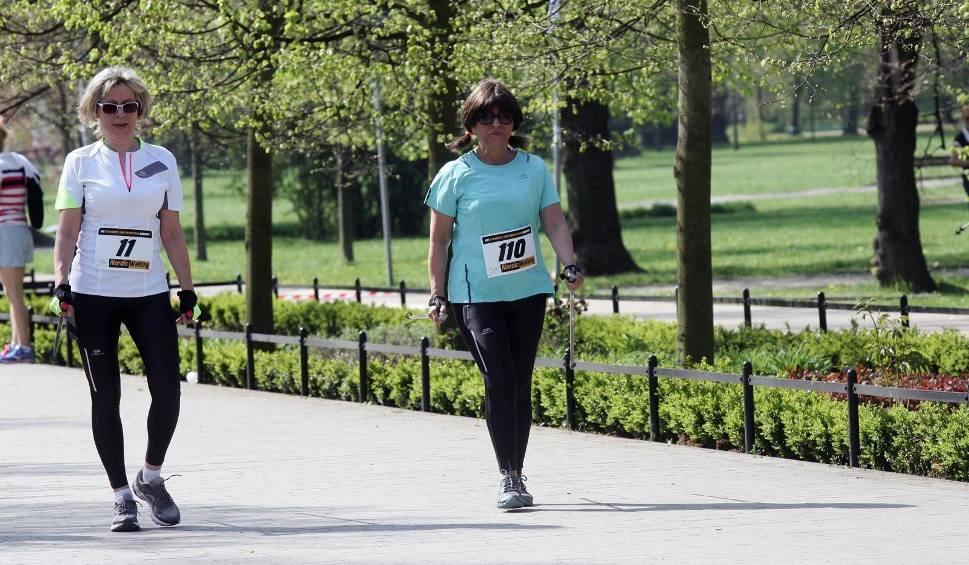 Film do artykułu: Bezpłatne treningi nordic walking od 8.05 m.in. w Bielsku-Białej, Bytomiu, Chorzowie, Częstochowie, Katowicach, Rybniku, Sosnowcu, Olsztynie