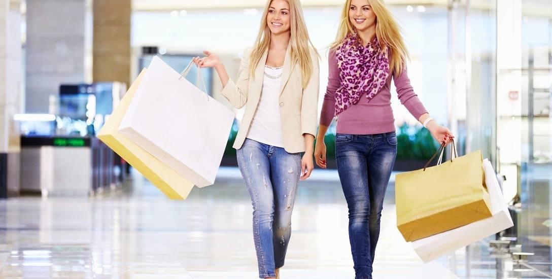 W marcu kupowaliśmy w sklepach na potęgę. Padł rekord wzrostu sprzedaży - dlaczego?