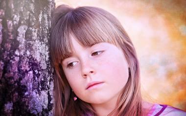 Jak wzmacniać pewność siebie u nastolatek? Z jakimi problemami zmaga się młode pokolenie?