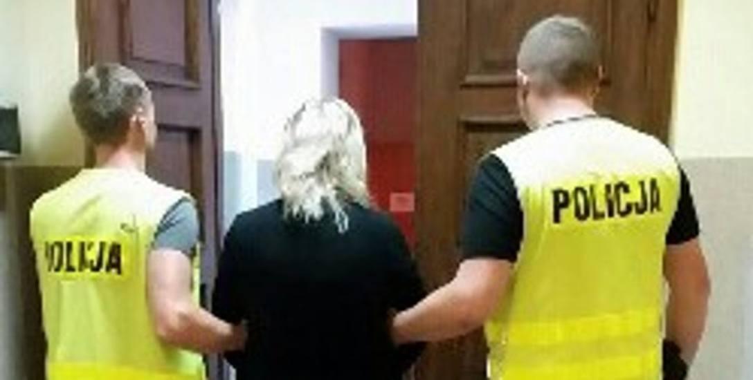 Jedna z dwóch zatrzymanych kobiet, które w Żninie miały wyprowadzić na swoje prywatne rachunki publiczne pieniądze - ponad 200 tysięcy złotych.