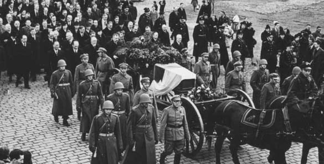 Kondukt podczas pogrzebu Sławka