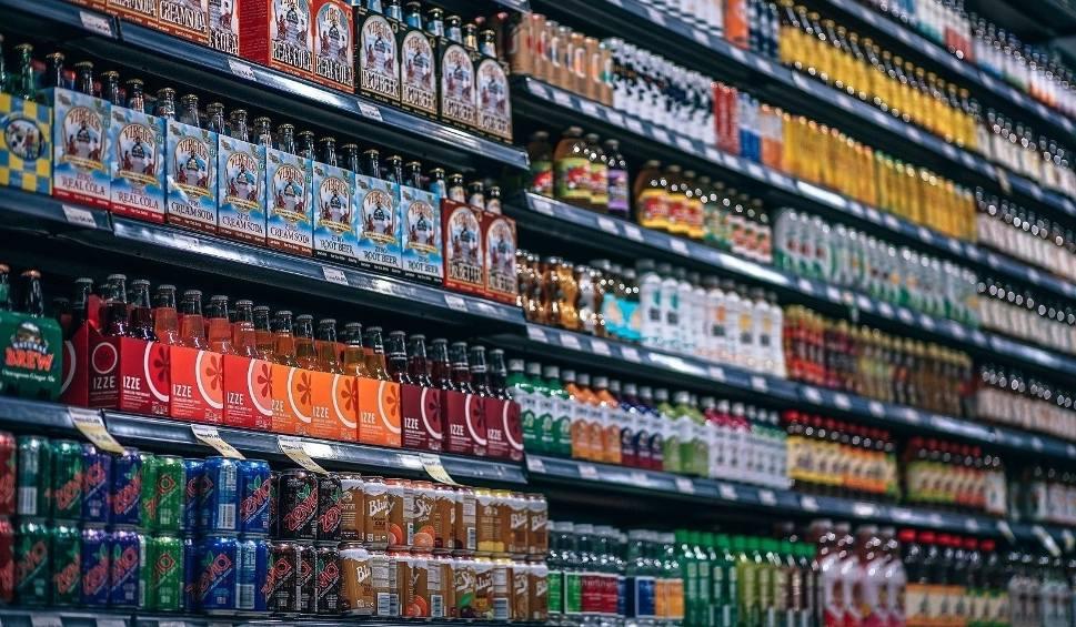 Film do artykułu: Coca-Cola jak dopalacz, małpka jak małpa – podatki od cukru i małpek podnoszą ceny i prowokują obejścia 1.03.2021