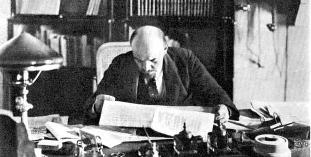 Lenin w kremlowskim gabinecie, 1918 rok
