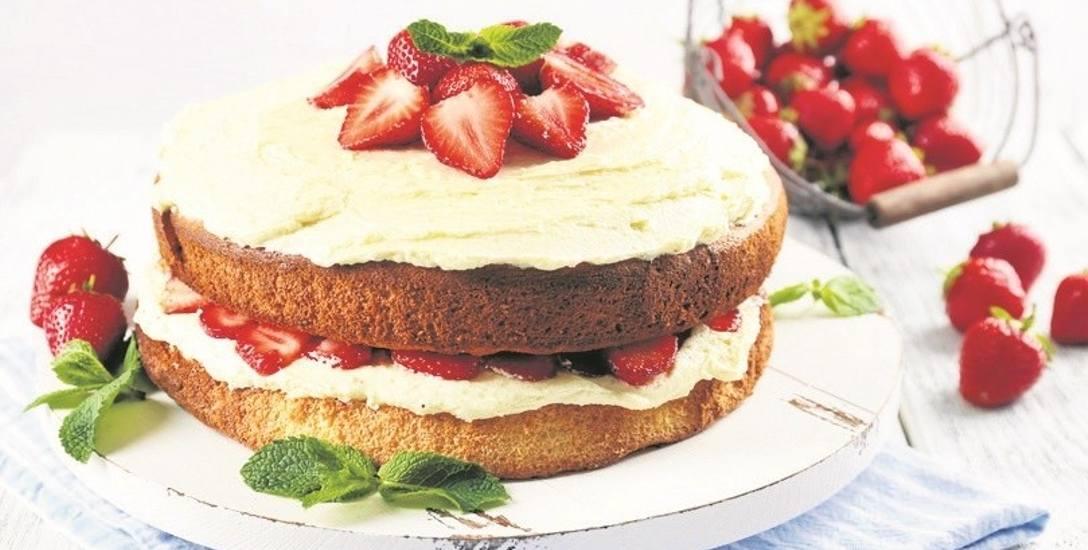 Nagi tort z truskawkami i kremem maślanym. Urodzeni tego samego dnia