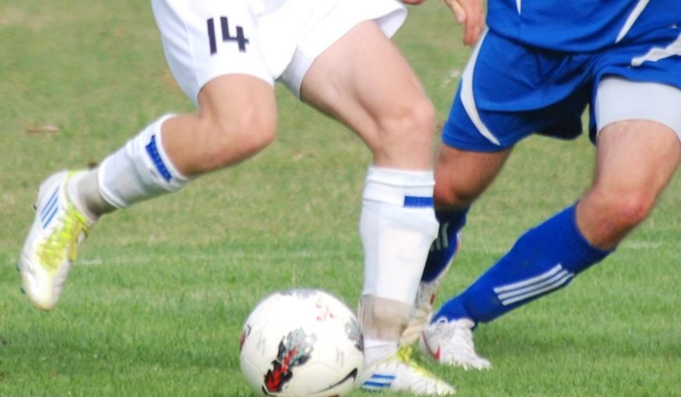 Film do artykułu: Gra świętokrzyska 4 liga piłkarska. Sprawdź wyniki środowych meczów