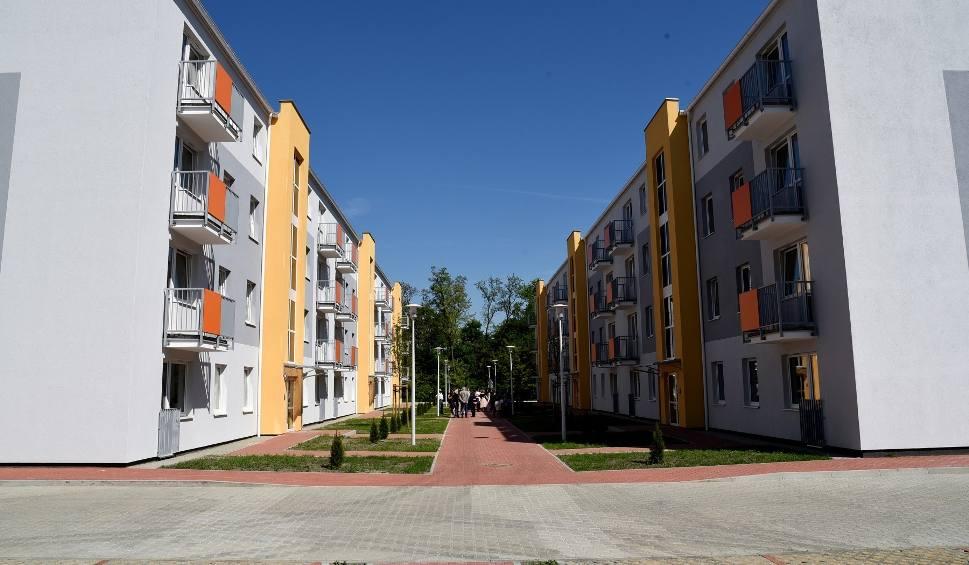 Film do artykułu: Poznań: Prawie 100 nowych mieszkań przy ul. Dymka. Prezydent wręczył klucze [ZDJĘCIA]