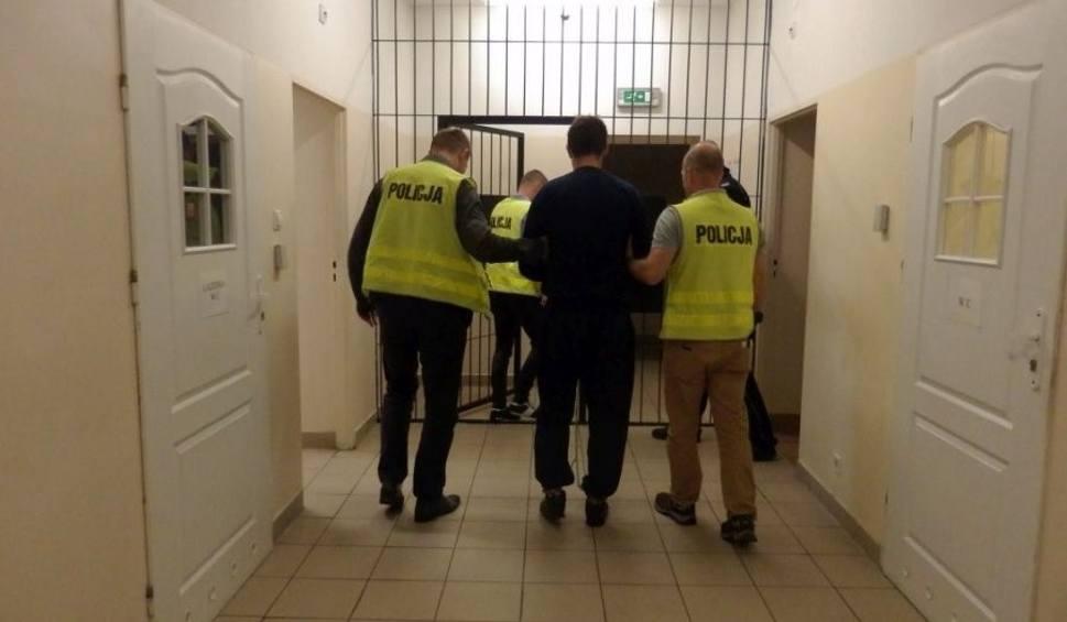 Film do artykułu: Cztery spotkania buskiego radnego z policją. Ostatnie po ataku nożem poprowadziło go za kraty