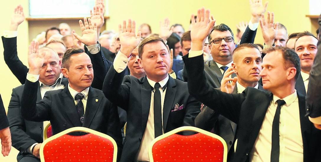 Ręce do góry, czyli przewodniczący rady miejskiej do wymiany co 20 miesięcy...