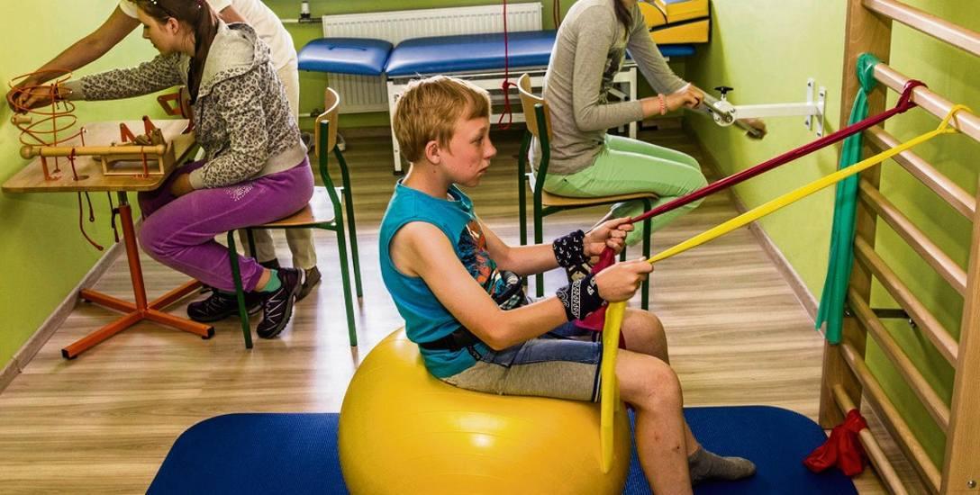 Uczniowie ZS nr 30 od niedawna mają do dyspozycji salę rehabilitacyjną. Czy doczekają się też basenu?