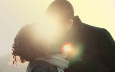 Życzenia na Walentynki 2020: wiersze miłosne, krótkie rymowanki, wzruszające życzenia