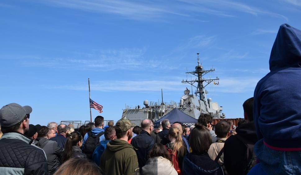 Film do artykułu: Okręty NATO otwarte dla zwiedzających w porcie w Gdyni. Marynarze zostaną tu na święta [zdjęcia, wideo]