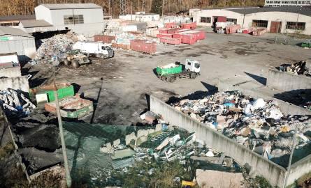 Na terenie bazy przeładunkowej odpadów przy ulicy Zagnańskiej należącej do firmy Eneris, która odbiera śmieci w Kielcach znaleziono odpady chemiczne,