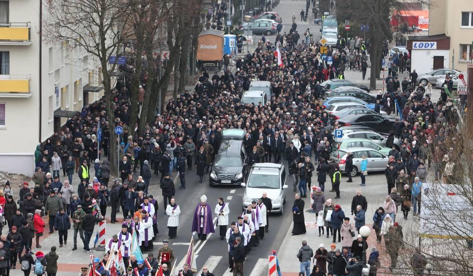 Film do artykułu: Pogrzeb Jolanty Szczypińskiej w Słupsku. Tłumy żegnały słupszczankę [zdjęcia, wideo]