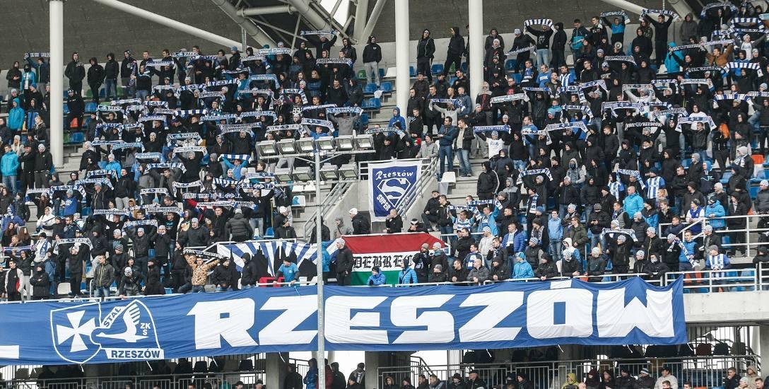 Jak dobrze pójdzie, kibice Stali obejrzą derby na swoim stadionie na telebimie