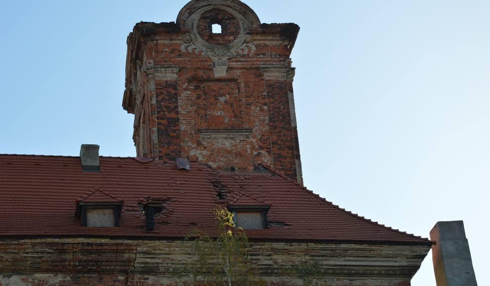Film do artykułu: Żary. Pożar strawił wieżę zamku Biebersteinów w Żarach. Czy miasto zechce przejąć zamek po pożarze? Zobacz zdjęcia