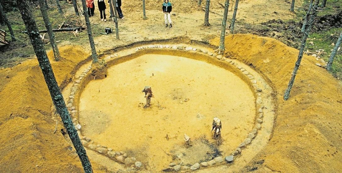 Kamienne kręgi w Leśnie - to tutaj znaleziono wyjątkowo bogate groby gockich wojowników